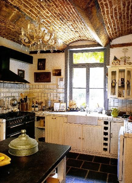Kitchen Pantry - Create a Space Saving and Decorative Kitchen