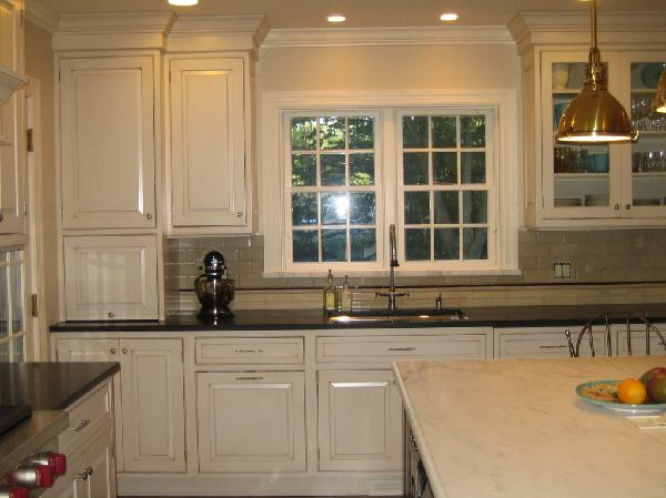 Outstanding Cream Kitchen Cabinets with Black Granite 600 x 449 · 38 kB · jpeg