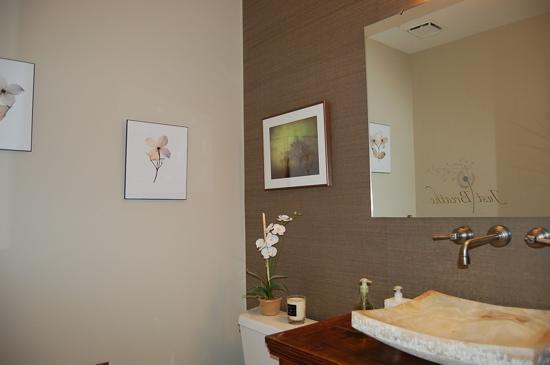 Bathroom benjamin moore grant beige for Benjamin moore clay beige living room