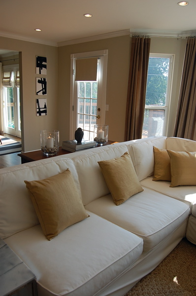 Grant Beige Contemporary Living Room Benjamin Moore