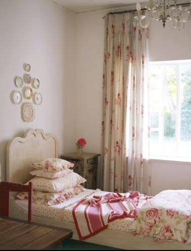 Shabby chic bedroom french girl 39 s room for Shabby chic bedroom ideas for girls