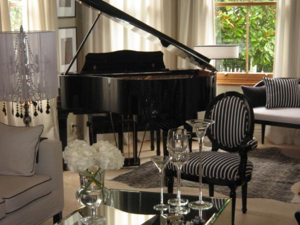 Living room monochrome inc interior design for Grand piano in living room