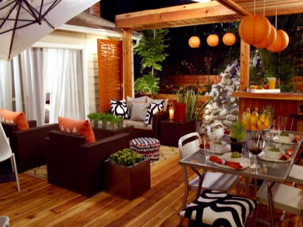 Decorating Living Room With Orange, Red and Green