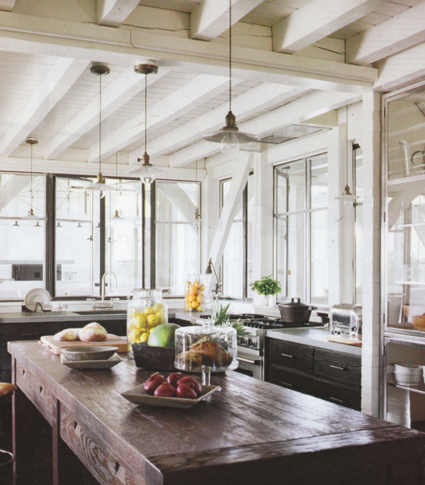 Rustic wood countertops cottage kitchen elle decor for Elle decor kitchen ideas