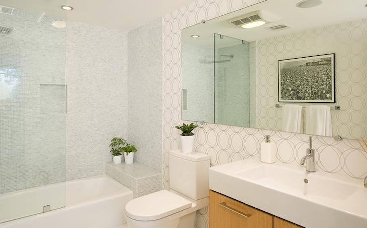 Darcy wallpape r contemporary bathroom jeff lewis design for Jeff lewis bathroom design ideas