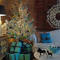 living rooms - Tiffany&#039;s., Holiday., Christmas,  Breakfast at Tiffany&#039;s Inspired Holiday Glam Decor...   From the blog of visual vamp.