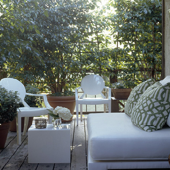Mary McGee Interiors - decks/patios - white ghost chairs, lacquer accent table, white lacquer accent table,  Modern deck patio design with green
