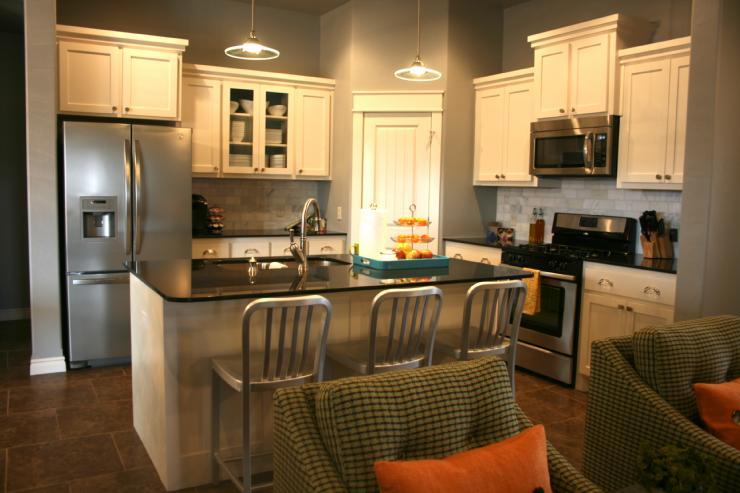 Black pearl granite contemporary kitchen benjamin moore conventary gray - Gray kitchen cabinets benjamin moore ...