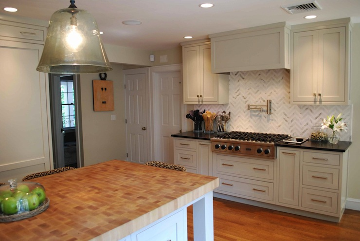 Herringbone Backsplash Cottage Kitchen Venegas And