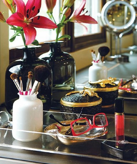 closets - acrtlic lucite tray vignette  Joy Von Tiedmann  Lonny Mag  Beauitiful vignette with lucite acrylic tray.