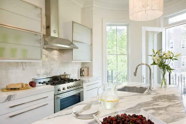 Amazing kitchen by melissa miranda decoholic for White kitchen cabinets with frosted glass