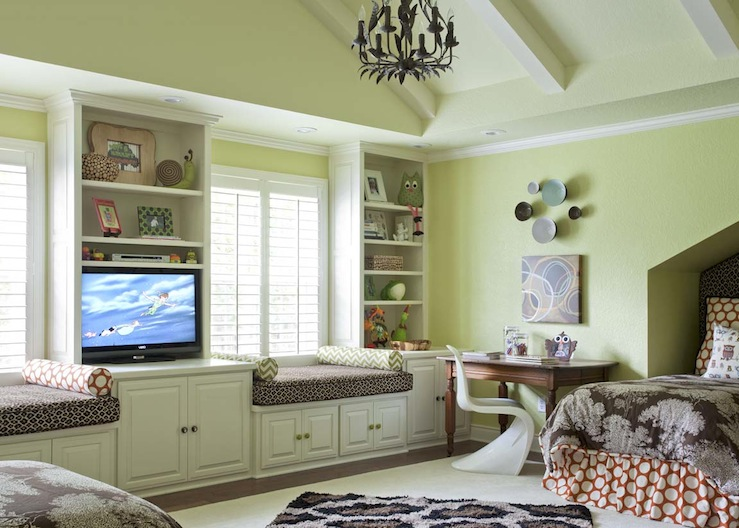 TV For Girls Room http://www.decorpad.com/photo.htm?photoId=89766