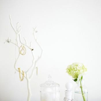 Makeunder My Life - bedrooms - vintage, plate, perfume, bottles, recycled, glass, vase, branch jewelry stand, white branch jewelry stand, Urban Outfitters Modern Branch Jewelry Stand,