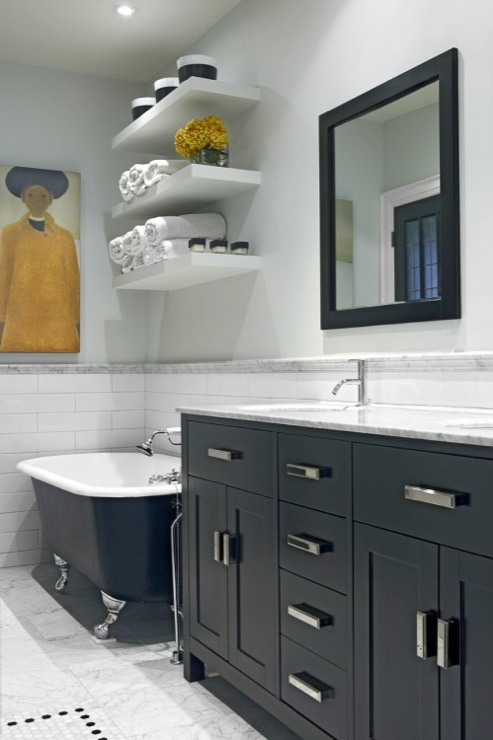 Gray bathroom walls eclectic bathroom benjamin moore for Horizon benjamin moore grey
