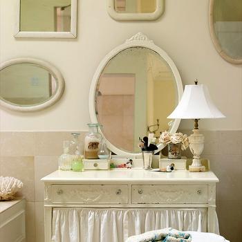 Skirted Bathroom Vanity, Cottage, bathroom, Laura Moss Photography
