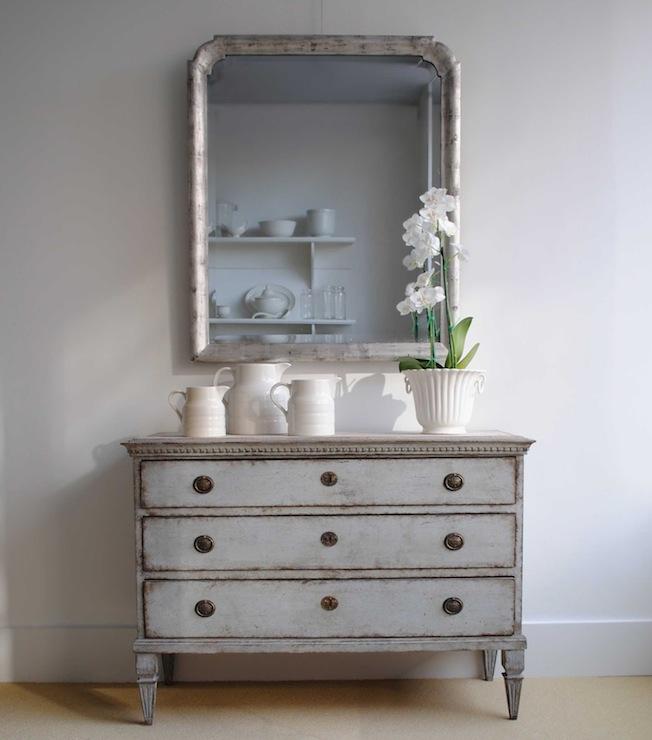 Gray Dresser Cottage Dining Room Loi Thai