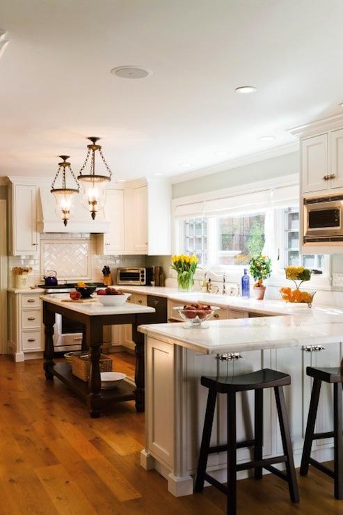 U Shaped Kitchen - Traditional - kitchen - Mahoney Architects