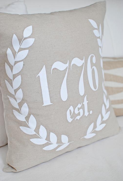Dear Lillie ���?? 1776 Laurel 18x18 Pillow Cover in White