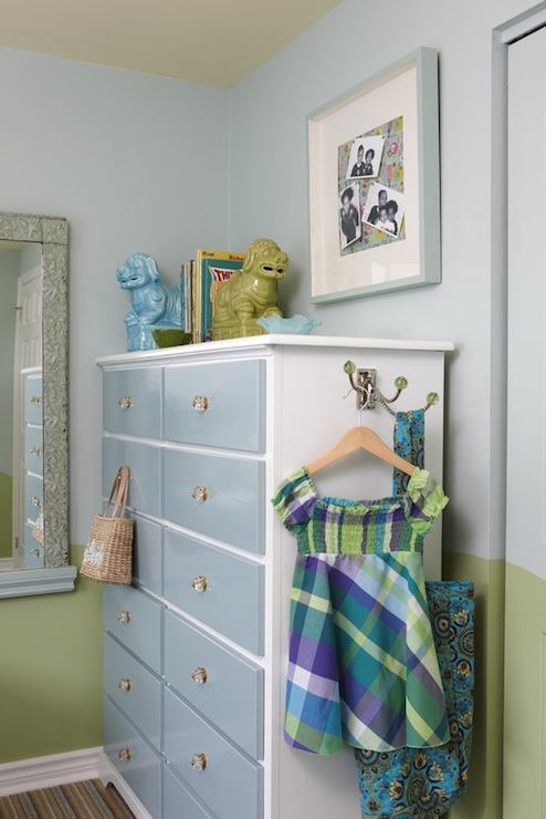 Blue and green girl 39 s room contemporary girl 39 s room for Best white paint for grow room