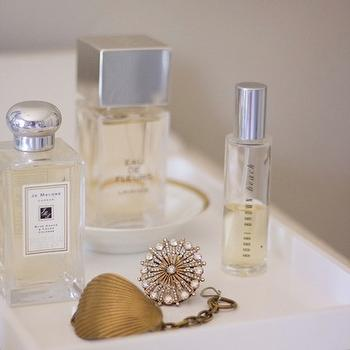 could i have that? - bathrooms - vignette, fragrance vignette, West Elm White Lacquer Tray, Jo Malone Blue Agave Cacao, Chloe Eau de Fleurs, Bobbi Brown Beach,