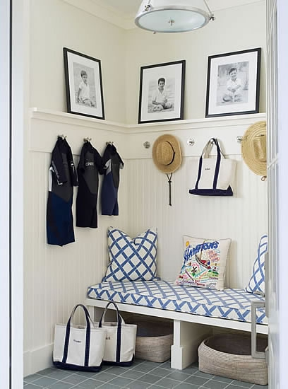 Classic Style Home: A Functional and Pretty Entryway