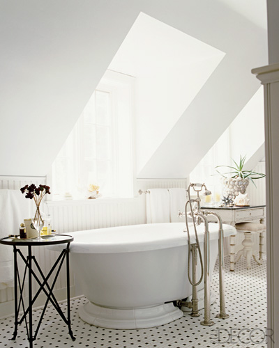 Shabby chic bathroom traditional bathroom elle decor for Elle decor bathroom ideas
