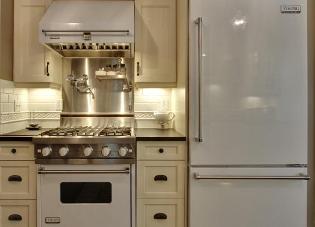 White viking range transitional kitchen for Viking kitchen designs