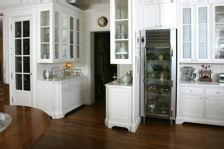 Beadboard cabinets cottage kitchen andrew skurman for Beadboard kitchen cabinets