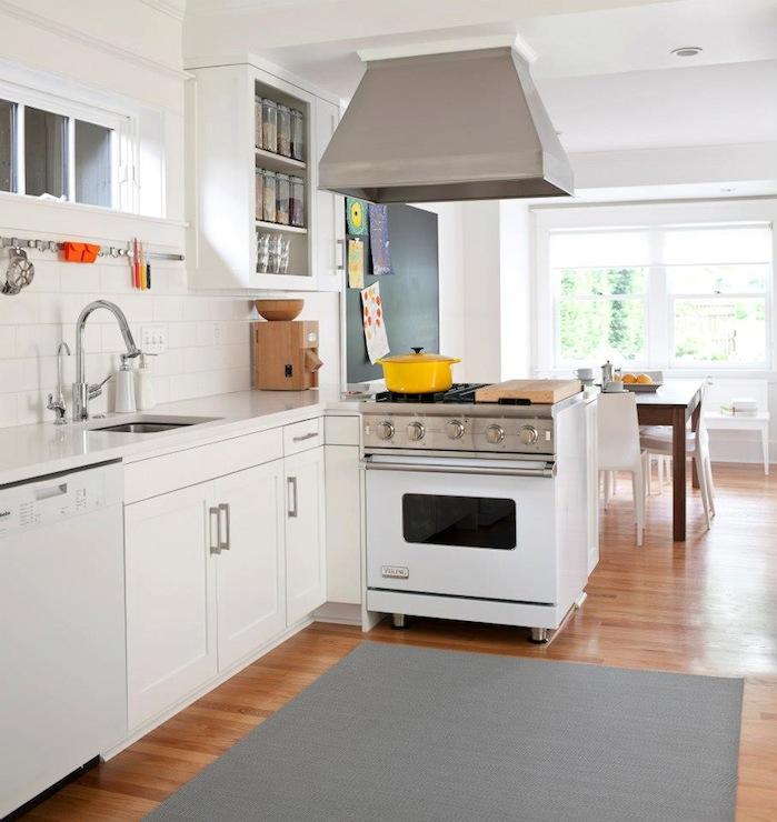 White viking range transitional kitchen jas design build for Viking kitchen designs