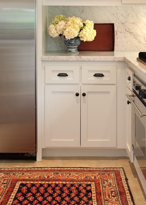 white kitchen cabinets, bronze hardware, bronze cabinet hardware
