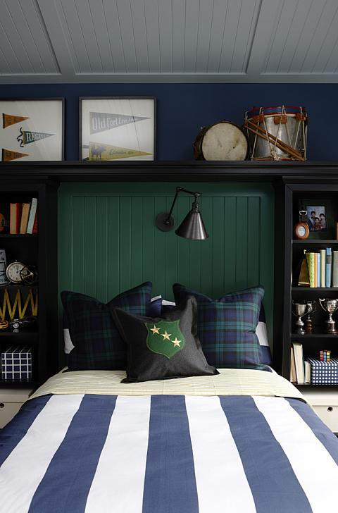 Bookshelves flanking bed traditional boy 39 s room for Blue and green boys bedroom ideas