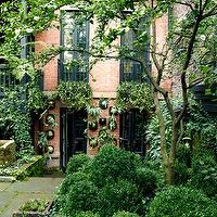 Sawyer Berson - gardens - row house, zen garden,  Red brick row house with zen garden.