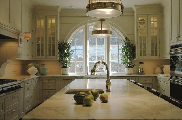 Ceiling height cabinets traditional kitchen design for Ceiling height kitchen cabinets