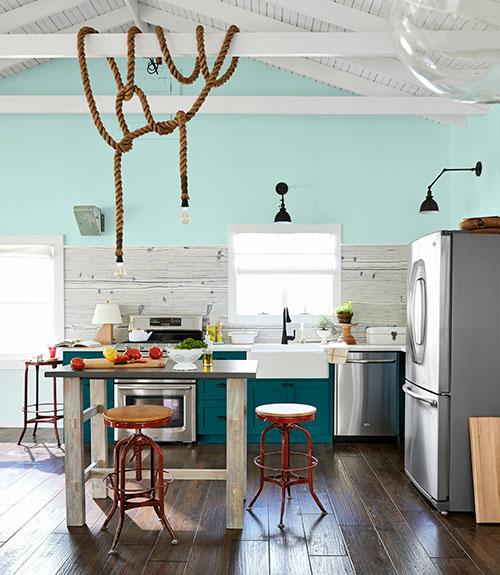 Peacock blue cabinets country kitchen benjamin moore - Cocinas con encanto ...