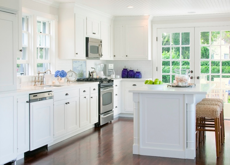 Above the range microwave transitional kitchen beach for Beach glass interior designs