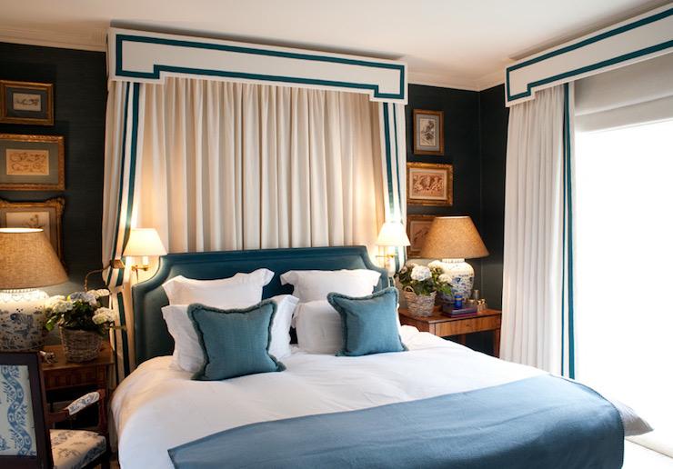 Bed valance traditional bedroom nicholas haslam for Bedroom cornice design
