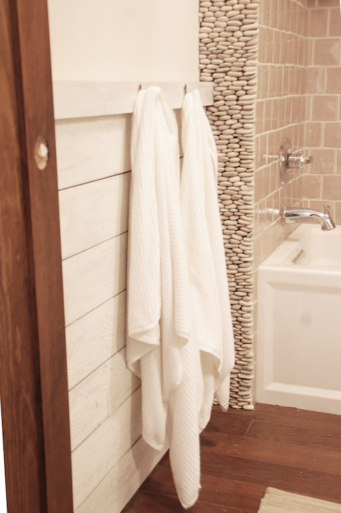 River Rock Walls Cottage Bathroom Benjamin Moore
