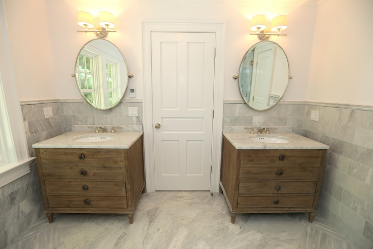 Maison Single Vanity Sink Transitional Bathroom