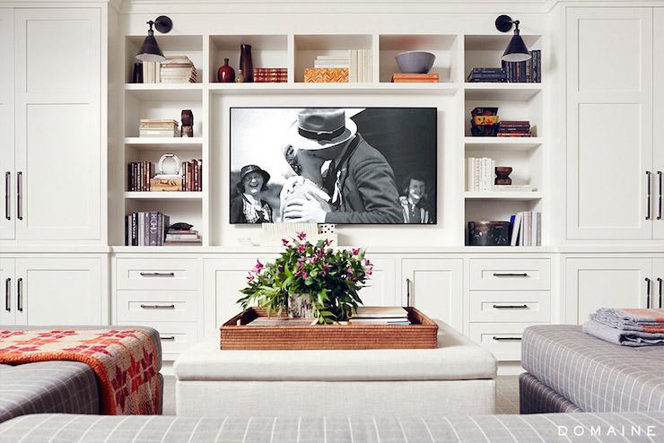 Built in media center transitional living room - Decorar un salon grande ...