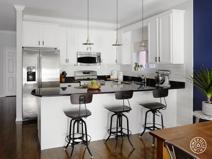 Kitchen Peninsula With Curved Countertop Transitional