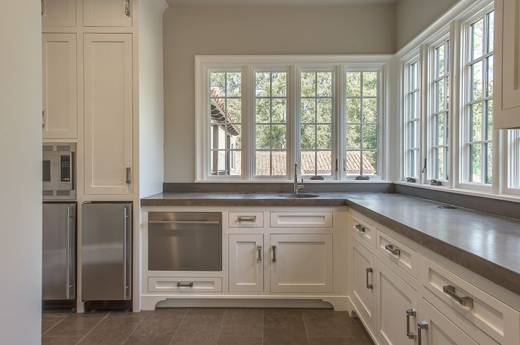 Butlers Pantry With Pull Out Dishwasher Drawer