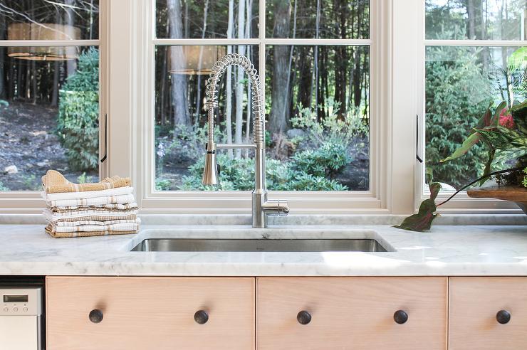 Kitchen Sink Under Windows - Cottage - Kitchen