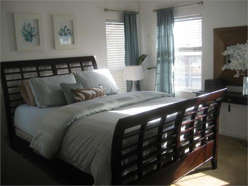 Sleigh bed cottage bedroom hgtv for Blue white and brown bedroom ideas