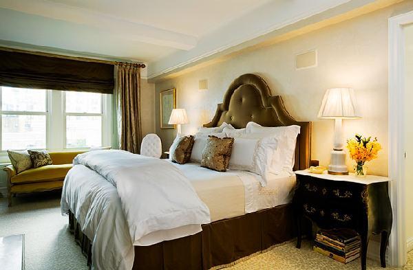 Velvet tufted headboard french bedroom jennifer for Velvet bedroom designs