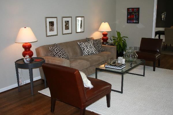 One Side Of Living Room Sofa, Greek Key Pillows, Red Gourd Lamps And Red  Leather Chairs. Part 41
