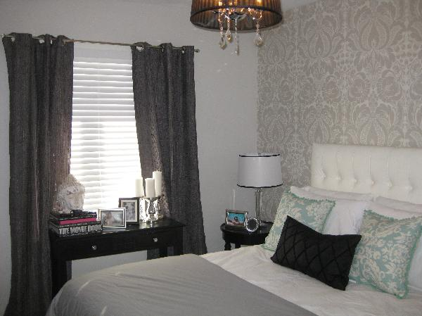 Charcoal gray damask wallpaper design ideas for Grey bedroom wallpaper