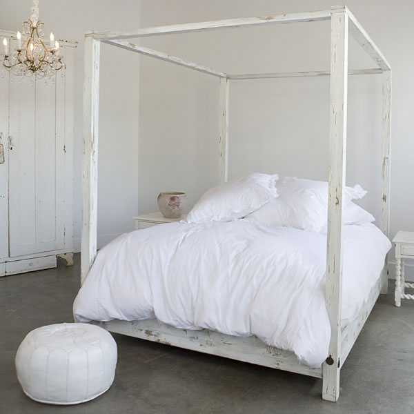 Weathered White Curved Headboard Canopy Bed