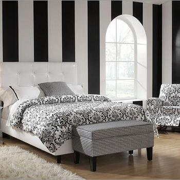 Skyline Furniture 89, Tufted Leather Bed in Black