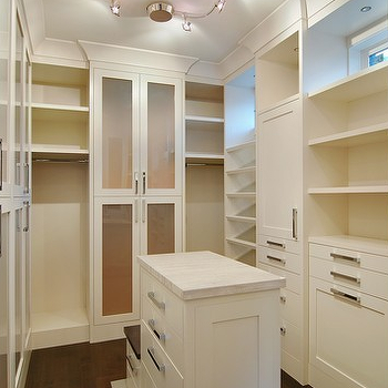 Small closet island design ideas for Walk in closet with island