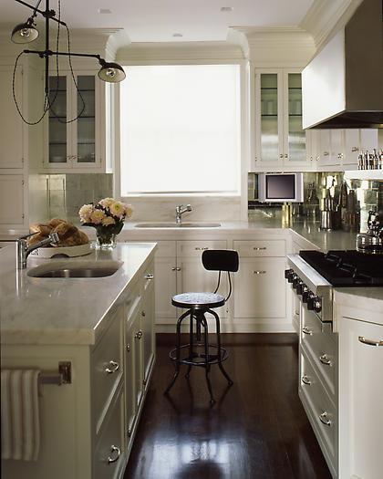 17 Cute Small Kitchen Designs: Antiqued Mirrored Backsplash
